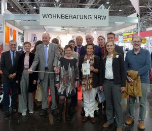 ausschussmitglieder-am-stand-wohnberatung2016